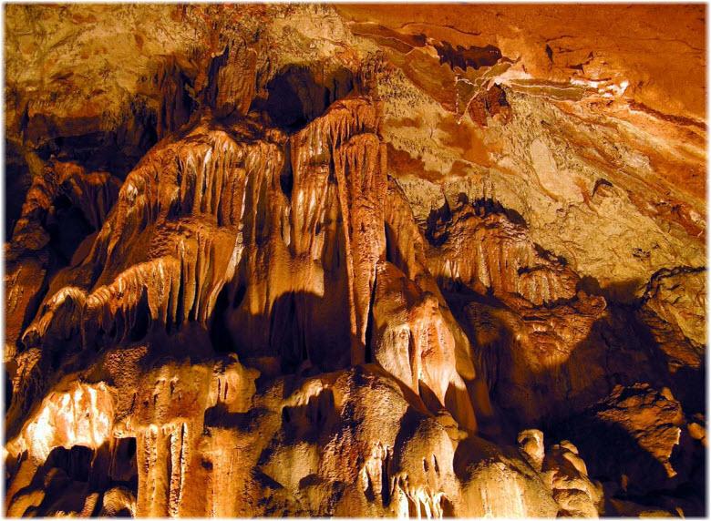 сталактиты Скельской пещеры