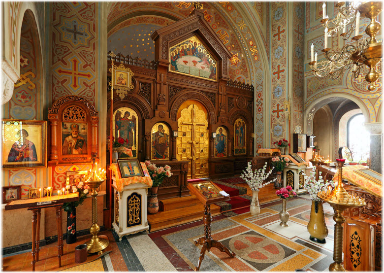 фото внутри Воскресенского храма