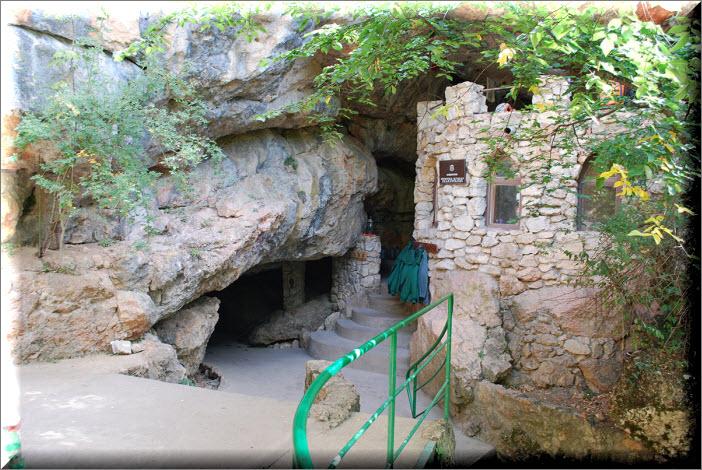 крым пещера красная