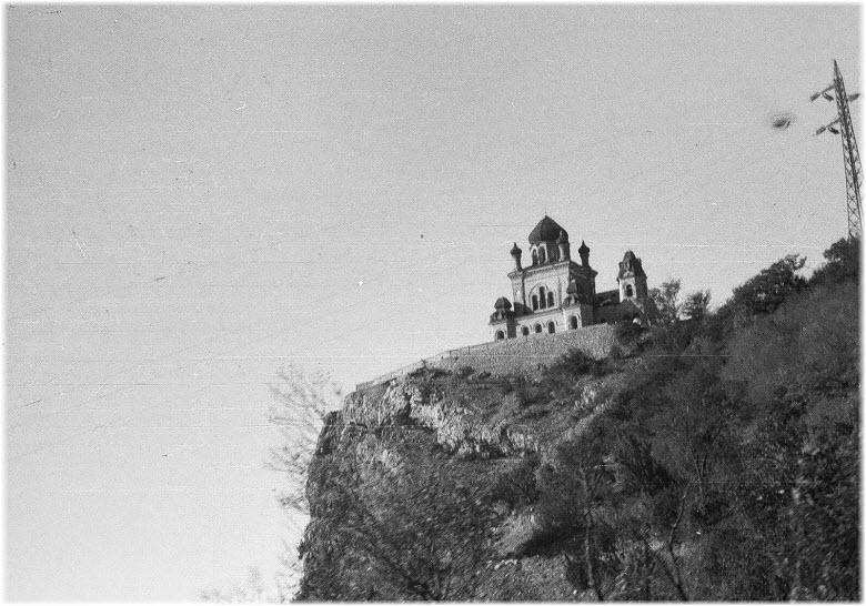 старое фото церкви на горе