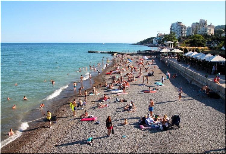 Приморский пляж Ялты