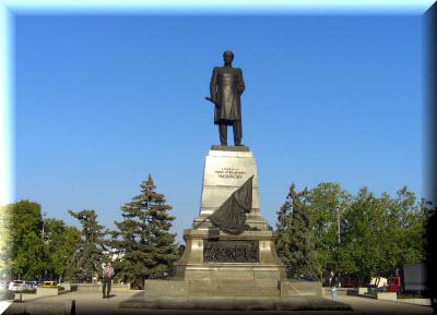памятник нахимову на площади