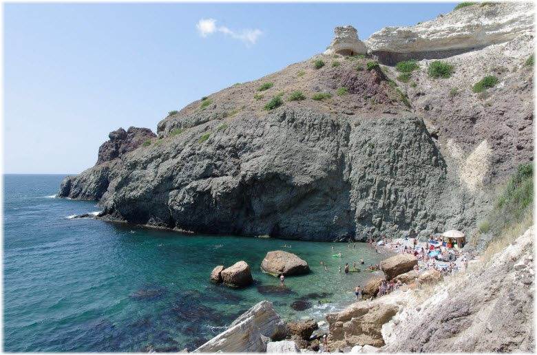 пляж у мыса Лермонтова