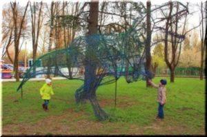 В Детском парке города Симферополь появились металлические динозавры