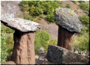 Каменные грибы долины Сотеры в Крыму