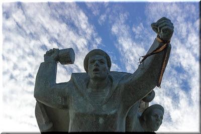 памятник евпаторийскому десанту фото