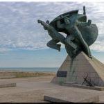 Памятник морякам-десантникам: в честь Евпаторийского десанта