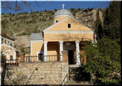 вход на территорию церкви