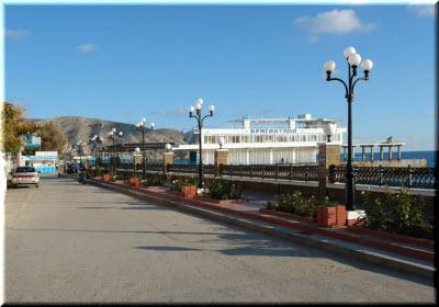 фото Набережной с видом на Бригантину
