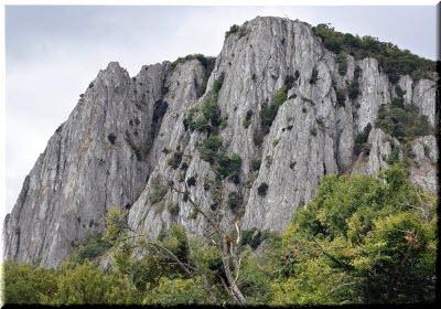 отвесные скалы Парагильмена