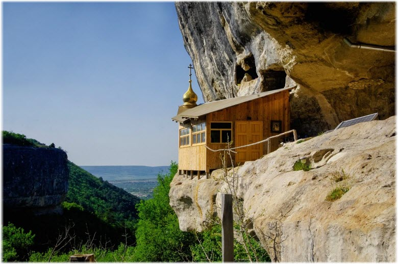 Пещерный монастырь Челтер-Коба на фото