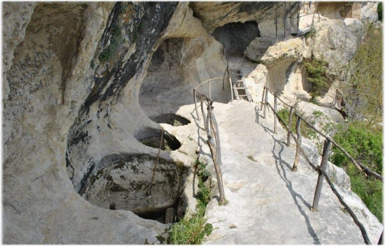 Пещерный монастырь Челтер-Мармара на фото