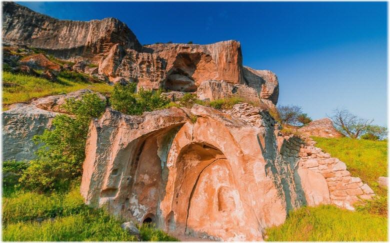 Пещерный монастырь Качи-Кальон на фото