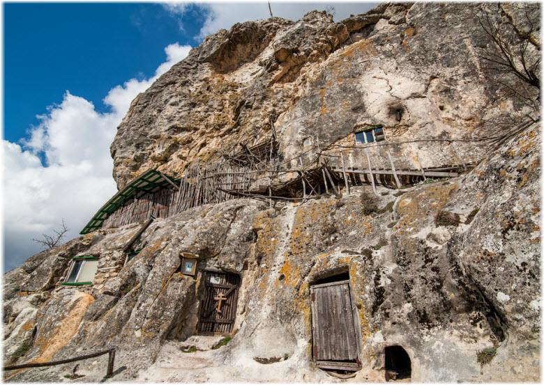 Пещерный монастырь Шулдан на фото