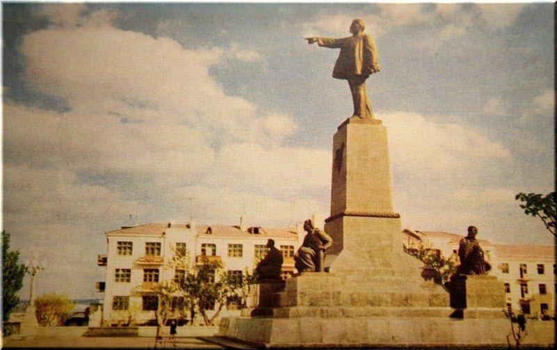 старое фото памятника Ленину