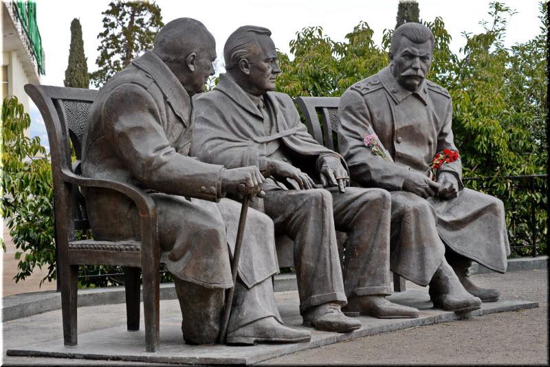 Памятник Сталину, Черчиллю и Рузвельту