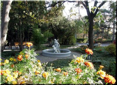 скульптуры в парке Харакс