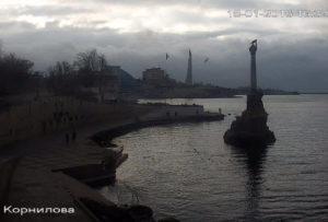 фото с веб-камеру у памятника Затопленным кораблям