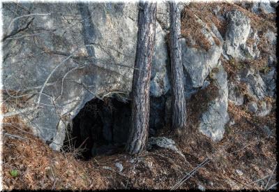фото входа в пещеру на Мердвен-Каясы