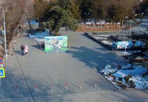 фото с камеры у входа в сквер Ленина в Евпатории