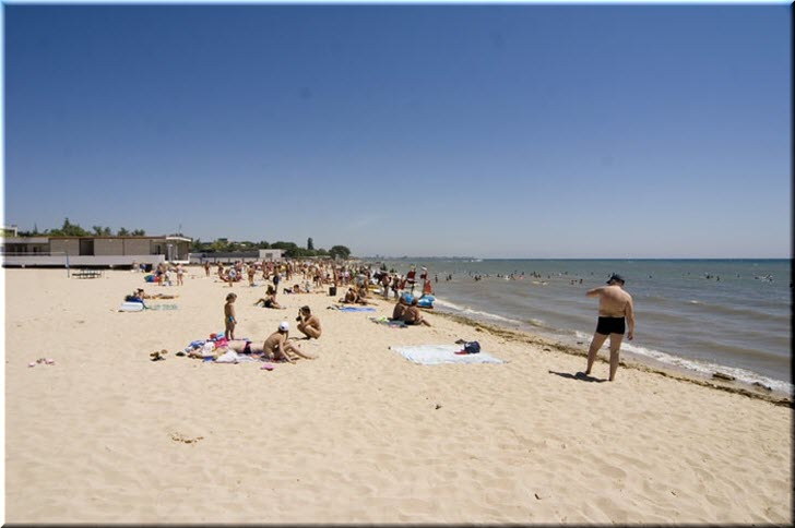 Центральный пляж в Заозерном