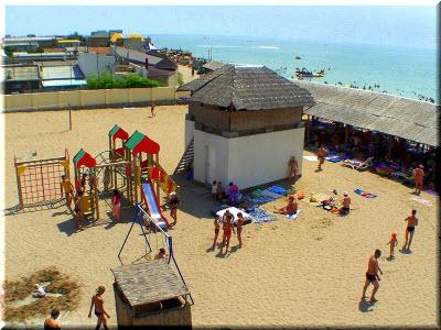 детский городок на пляже