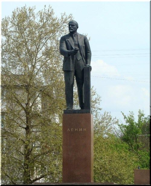 фото памятника Ленину в Симферополе