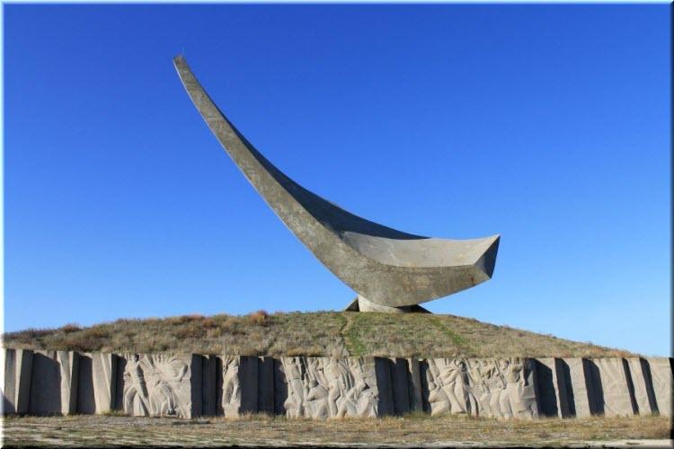 памятник Парус в Героевке