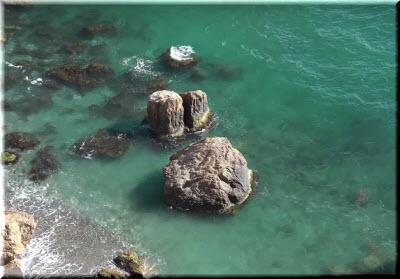 камни на пляже Баунти