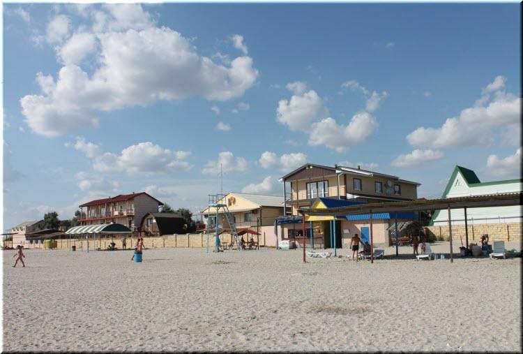 пляж у базы отдыха Штормовое