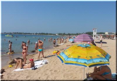фото пляжа Супер Аква с туристами