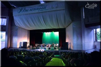фото сцены и зала Юбилейного