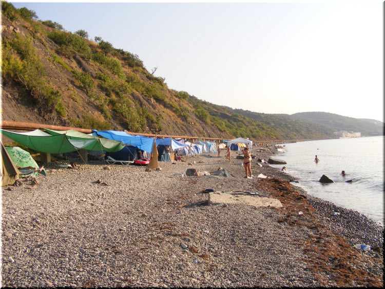 дикие пляжи за пансионатом Нева
