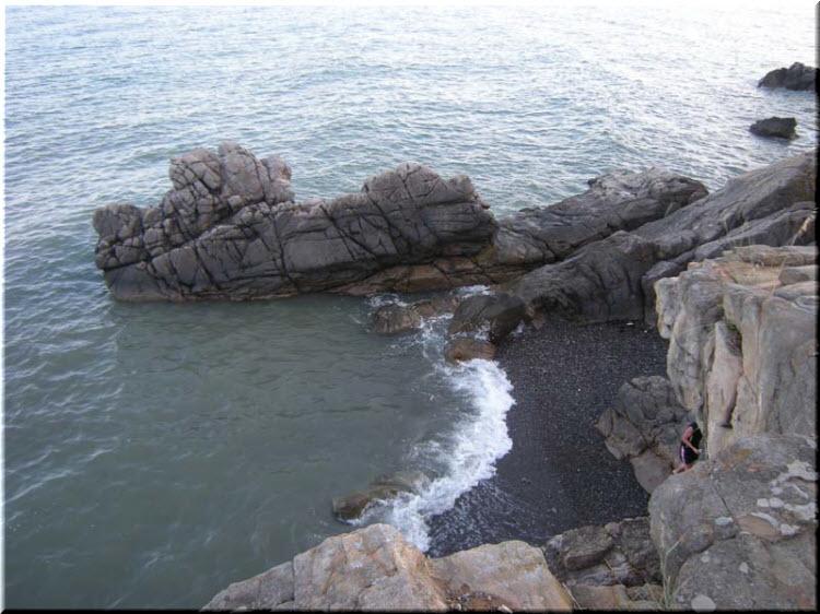 пляж у скалы Тузлух