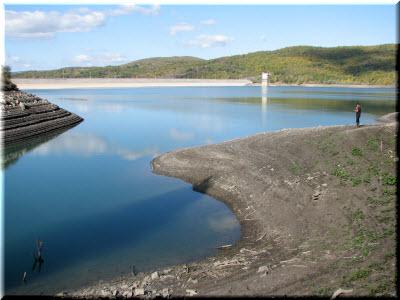 фото берегов и дамбы Загорского