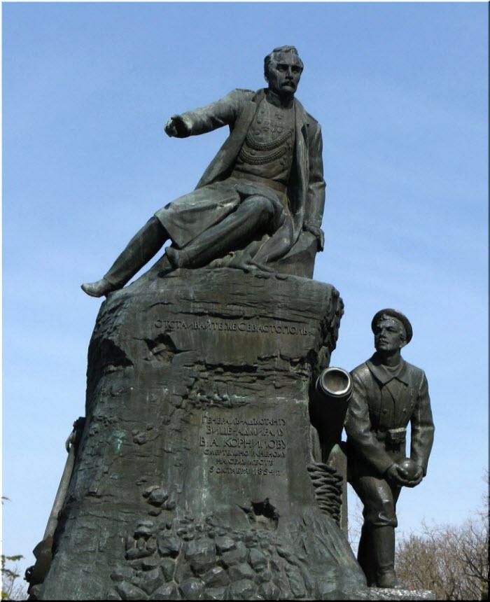 фото памятника Корнилову и Кошке