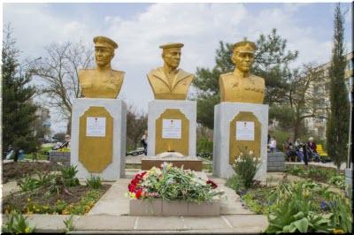 памятники в Новоозерном