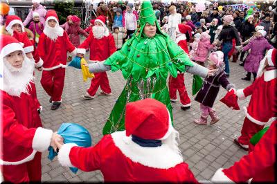 фото с фестиваля Санта-Клаус отдыхает - на арене Дед Мороз