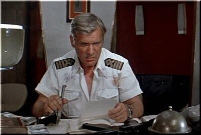 в каюте капитана