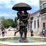 «Пара под зонтом» — самый романтичный фонтан Феодосии