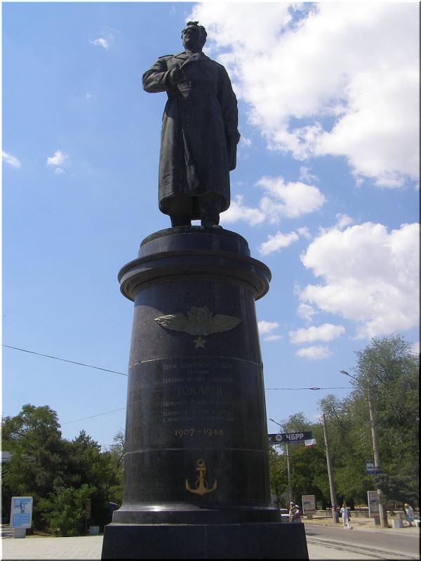 фото памятника Токареву