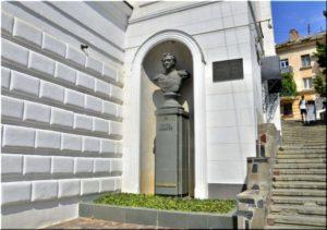Памятник Лазареву в Севастополе