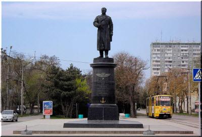 памятник Токареву в Евпатории