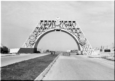 старое фото арки 200-летия Севастополя