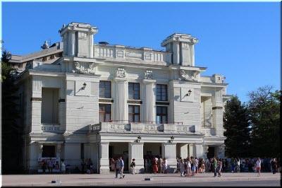 театр Пушкина в Евпатории