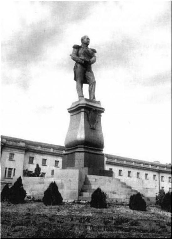 утраченный памятник Лазареву