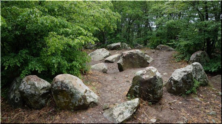 фото камней кромлеха в Алуште
