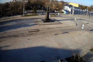 фото с камеры у памятника Токареву