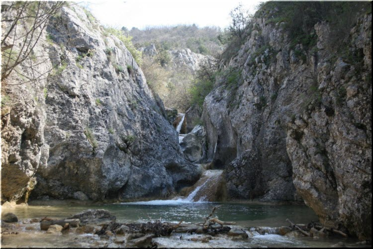 Трехкаскадный водопад Баги
