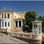 Дача Милос — приметное здание на набережной Феодосии
